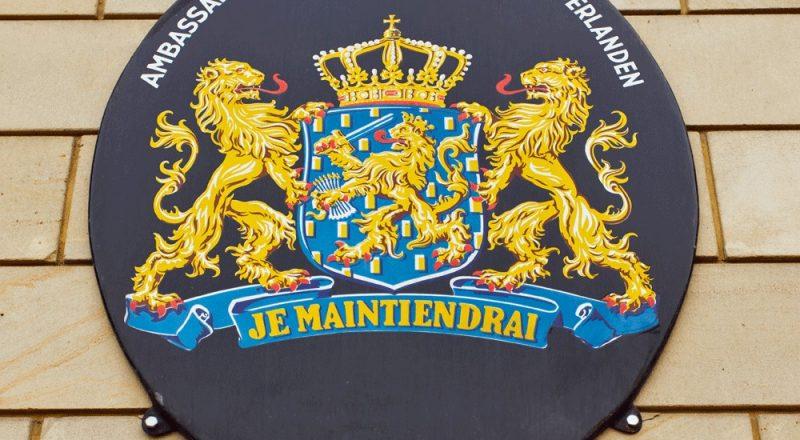 Waarvoor kan ik terecht bij de Nederlandse ambassade of consulaat?